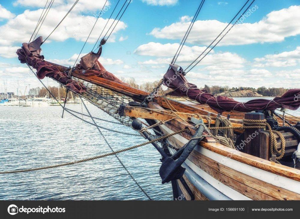 depositphotos_156691100-stock-photo-wooden-sailing-ship-bowsprit.jpg